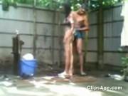แอบเย็ดกับน้องเมียตอนอาบน้ำ แม่งห้องน้ำxxxก็เปิดประทุนยังกล้าเย็ดกันไม่กลัวคนมาเห็นเลย