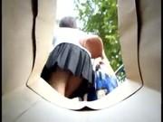 แอบถ่ายนักศึกษาใส่สั้น ขึ้นสะพานลอยเห็นเลยกางเกงในเดินไม่กลัวเห็นรูหีเลยน้ะจ้ะ