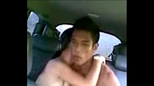 คลิป xxx แอบเย็ดกับหลานในรถ หลานสะกิดบอกอาหนูเงี่ยน เลยจับเย็ดในหลังรถแม่งเลย