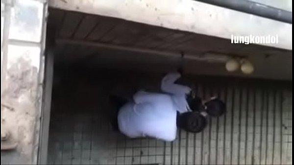 แอบถ่าย นักเรียนคู่หนุ่มสาวเย็ดกันทางลงชั้นใต้ดิน ซอยยิ๊ก ๆ อย่างไว เด็ดxxx