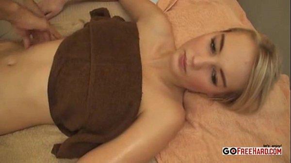 โทรเรียกสาวที่โรงแรมขึ้นห้องมาเย็ด xxxจับนวดน้ำมันส์ กลีบหีสวยมาก ๆ เย็ดทีฟิตเปรี๊ยะ