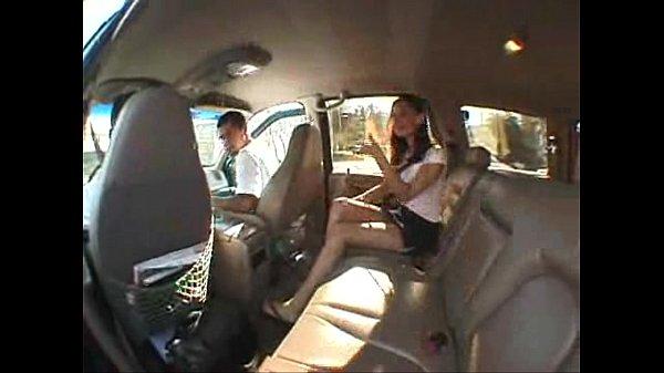 พาสาวไปขับรถเล่น ระหว่างทางนางก็เกี่ยวเบ็ด xxxเล่นเม็ดแตดตัวเอง ก่อนกลับไปเย็ดกับผู้ชายที่มาด้วยในโรงแรม
