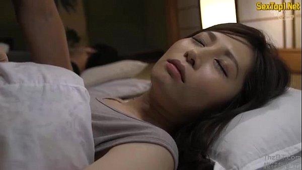 ลักหลับเมียเพื่อน ตอนนอนอยู่ แต่ละคนสวยๆทั้งนั้น แอบเย็ดกันโคตรเด็ด แตกในคารูหี 18+