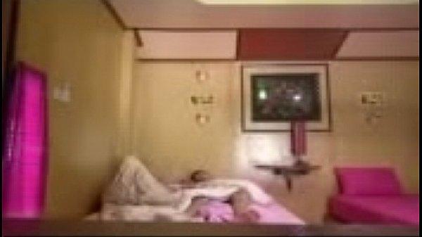คลิปลึกแต่ไม่ลับ น้องจ๋ารุ่นพี่ม.5  ตั้งกล้องถ่าย พากิ๊กเด็กหัวเกรียนม.4 มาเปิดซิง ที่โรงแรม ถ้าน้องไม่เคย เดี๋ยวพี่จะสอนให้ ผู้หญิงสมัยนี้ ร้ายกว่าผู้ชายเยอะ