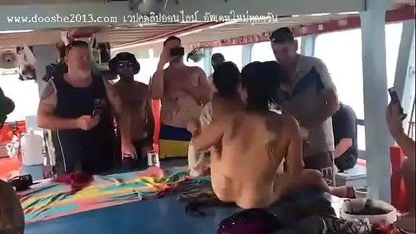 หลุดที่เป็นข่าว PATTAYA ฝรั่งพาสาวไทย ล่องเรือเล่นเซ็กกลางวันแสกๆ กำลังดังในโซเชี่ยล