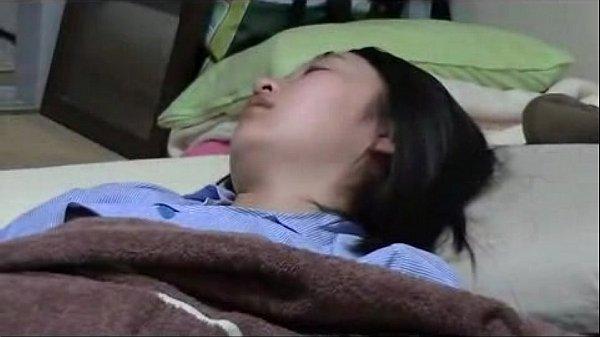 วางยาลักหลับ หลานสาว ังซิงอยู่เลยกลีบหียังไม่เปิดเลย โดนวางยาแล้วถ่ายคลิปตอนเกี่ยวเบ็ด ทั้งโหนกทั้งนูน หมอยก็ยังไม่ขึ้น