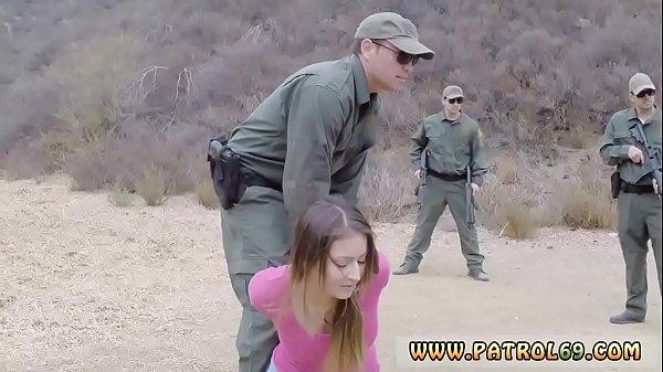 ทหารหนุ่มสุดโหดลากสาวชาวบ้าน พามาปูเสื่อเย็ดในป่า ขาวอวบ ก้นใหญ่ โดนลากมาเย็ดกลางวันแสกๆ เอาควยยัดปาก กดหัวมิดด้าม สงสัยจะชอบ อมไม่ยอมปล่อยเลย