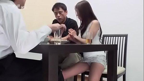 หนังโป๊ AV ตีท้ายครัว มอมเหล้าผู้จัดการ แอบเล่นชู้เย็ดกับเมียผู้จัดการ สาวใหญ่หุ่นXXX โโนจับเย็ดในห้องกินข้าว มอมเหล้าผัวจนเมาแล้วมาเย่อ เย็ดกับลูกน้องผัวตัวเอง