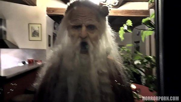 หนังโป๊ สยองขวัญต้อนรับวันคริสมัส ซานต้าสายดร๊าก มาในลุ๊คซานต้าจอมหื่น จับสาวที่นอนหลับ ปลุกขึ้นมาเย็ด เอาควยยัดปาก แล้วล็อคห้องกระหน้ำซอย
