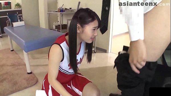 หนังโป๊ Japan เชียร์หรีดเดอร์สาว ข้อเท้าพลิก โดนครูน้องพยาบาล จับเปิดกระโปรง ตรวจภายใน เกี่ยวเบ็ด จับเย็ด บนเตียงตรวจ