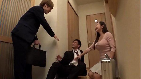 เมาแล้วเงี่ยน Porn japan หนุ่มออฟฟิตมอมเหล้าเพื่อนร่วมงาน แอบเล่นชู้เย็ดเมียเพื่อนตอนออกไปซื้อเหล้า