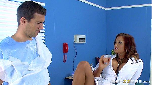 หมอสาวขี้เงี่ยนแอบจับควยคนไข้ แอบเย็ดบนเตียงตรวจ69 โดนทั้งรูหน้ารูหลังหีใหญ่รูตูดฟิตยัดเกือบไม่เข้า
