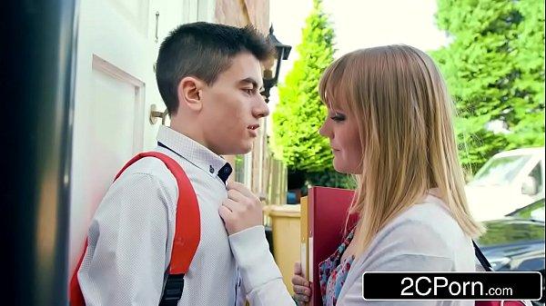 หนังโป๊ฝรั่งนักเรียนสาวใจแตกชวนเพื่อนชายมาบ้าน จับเพื่อนแก้ผ้าอมควยPorn XXXสาวน้อยร่านหีโดนจับเย็ดคาห้องนอน