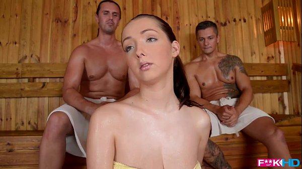 หนังโป๊ฝรั่งสปาอบตัวเย็ดสาวสวยหุ่นนางแบบ โดนหนุ่มหล่อรุมเย็ดสวิงกิ้ง2รุม1จับเย็ดในห้องอบ