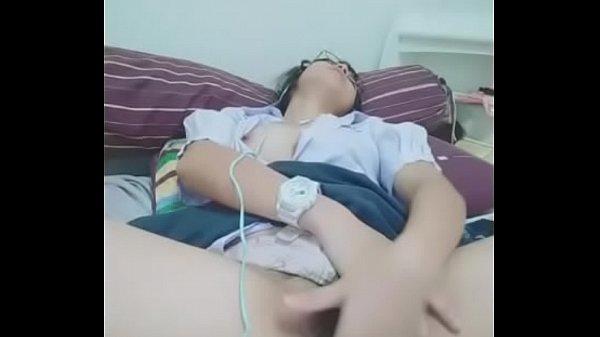 หลุดนักเรียนไทย18+สาวแว่นคอลไลน์กับแฟนถกกระโปรงตกเบ็ดโชว์เซ้กโฟนก่อนนอน
