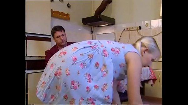 ลุงขี้เมาข่มขืนหลานสาวหนังXฝรั่งขนยังไม่ทันขึ้นก็โดนลุงกระแทกจนหีบวมหีเด็กฟิตแน่นรู