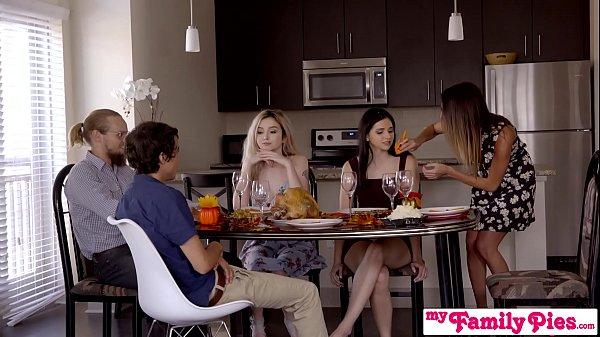 หนังโป๊ฝรั่งปาร์ตี้เซ็กสวิงกิ้งกิ้งกับเพื่อนเมีย2สาวกำลังเซี่ยนรุมเย็ดผู้ชายคนเดียว