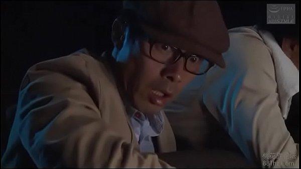 รุมข่มขืนในโรงหนังAv japanสาวม.ปลายโดนชายรุ่นพ่อจับแก้ผ้าแล้วรุมเย็ด