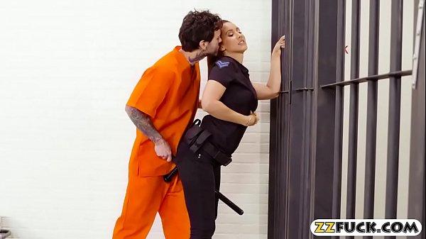 ถ้ามีผู้คุมสาวหุ่นน่าเย็ดขี้เงี่ยนให้เย็ดแบบนี้เราก็อยากไปติดคุกอยู่ที่นี่เลยXXฝรั่ง