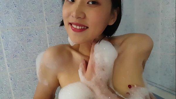 ไอ้ฝรั่งคนนี้โคตรโชคดีได้เด็กสาวเกาหลีหน้าสวยมากระแทกหีในอ่างน้ำที่บ้านหนังเอ็กฝรั่ง